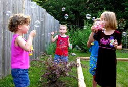daycare_kids_bubbles